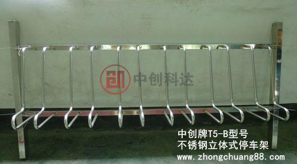 产品简介: 产品名称:立体地埋型自行车停放架 产品型号:ZC-T5-B 材 质:进口SUS304/201不锈钢 整体规格:长2000*宽350*高990mm 固定立桩:75*45mm,厚1.5mm 上下横管:扁通25*38mm,厚1.5mm 卡槽规格:卡槽内径125mm,两卡槽之间的间距170mm 圆管规格:管径20*壁厚1.5mm 地面预留:340mm 可停数量:每套设置6个车位 适用车辆:各类型自行车/电动车/摩托车停放 中创牌立体式自行车停车架由常规卡位式停车架基础上根据市场需求进行改造,此款停车架